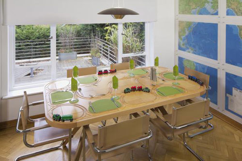 Case in point The Brio-like Wooden Train Set Dining Table & Less Model: Access Brio wooden train set table