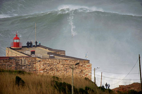 100-foot-wave