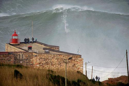 100-foot-wave