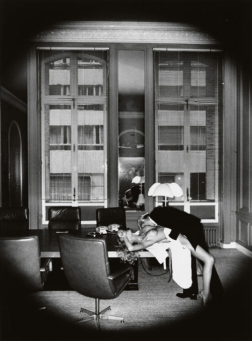 helmut-newton-office-love-paris