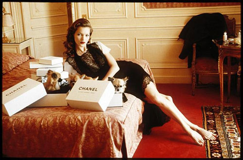 arthur-elgort-kate-moss-at-hotel-raphael-room-609-paris