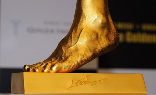 lionel-messi-gold-foot-statue