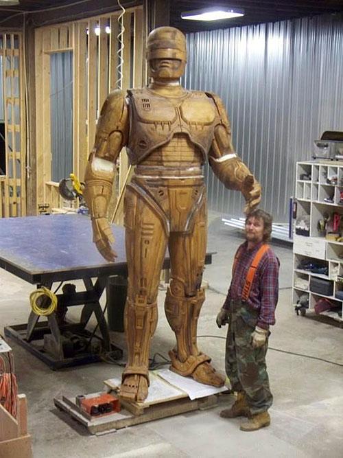 robocop-statue