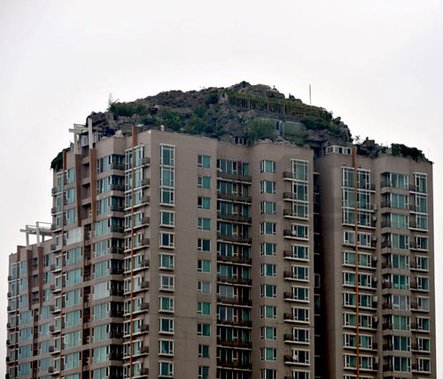 fake-mountaintop-home-china