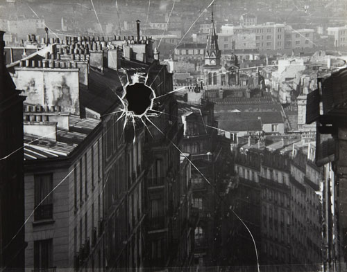 André-Kertész-broken-window-paris