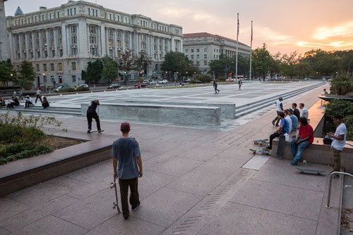 skateboarding-at-freedom-plaza