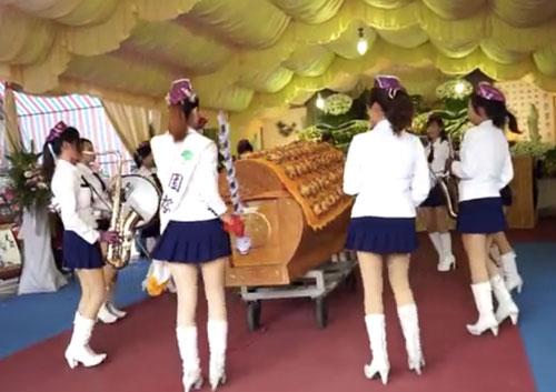 taiwan-funeral-girl-band