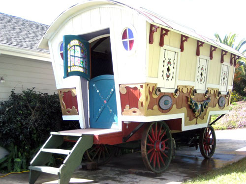 big-top-pee-wee-gypsy-wagon-01