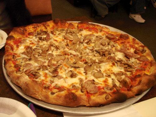 ernies-mushroom-pizza