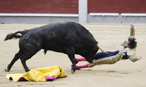matadors-gored-madrid-01