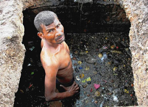 indian-sewer-cleaner