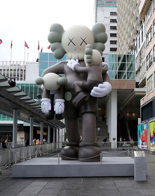 kaws-father-harbour-city
