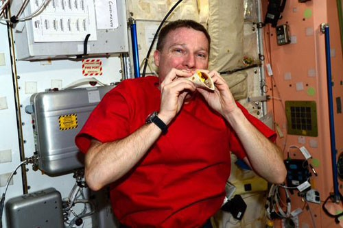 eating-space-cheeseburger