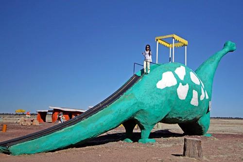 bedrock-city-brontosaurus