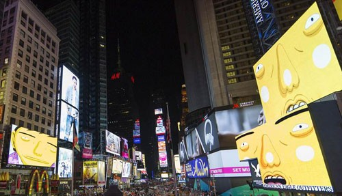 os-gemeos-times-square-midnight-moment