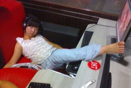 sleeping-gamer