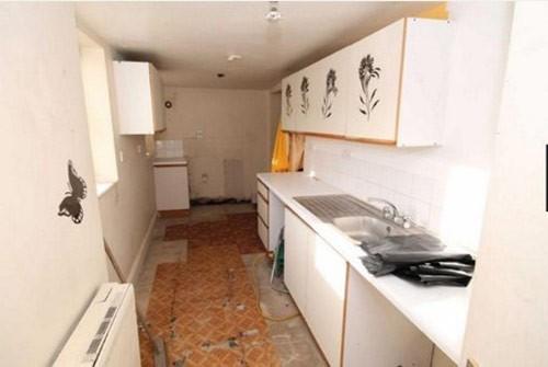 banksy-house-inside-kitchen