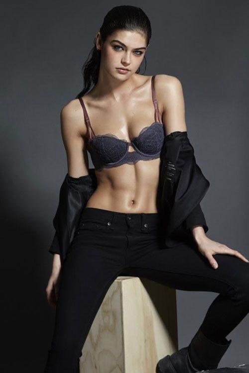 Celebrity models store location