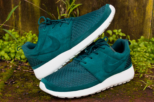 Mens Nike Roshe Run Casual Shoes Classic Stone Volt